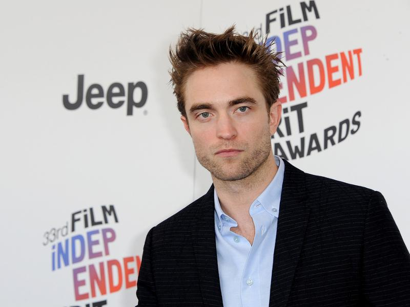 Robert_Pattinson_01_17.jpg
