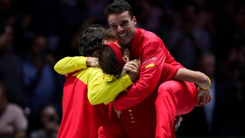 Nadal Beats Canada S Shapovalov To Give Spain Sixth Davis Cup Title