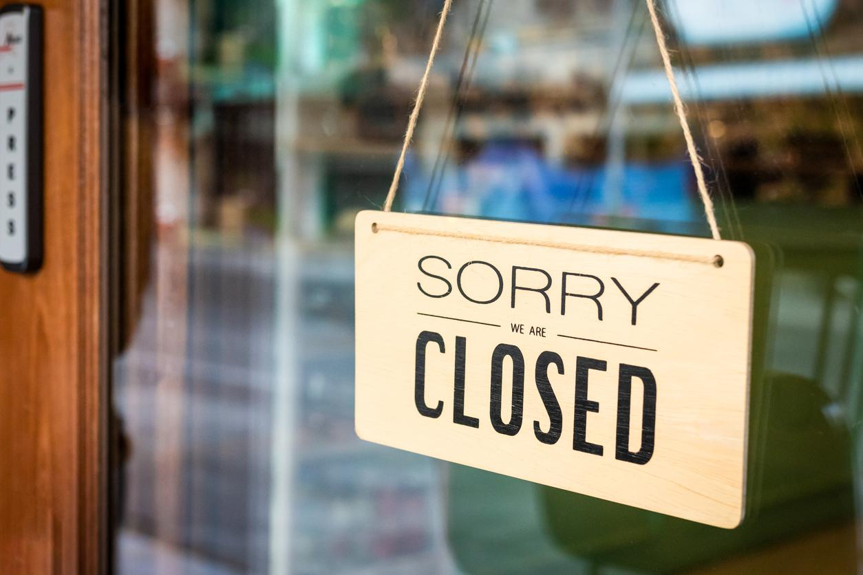 am800-news-restaurant-closed-sign-istock
