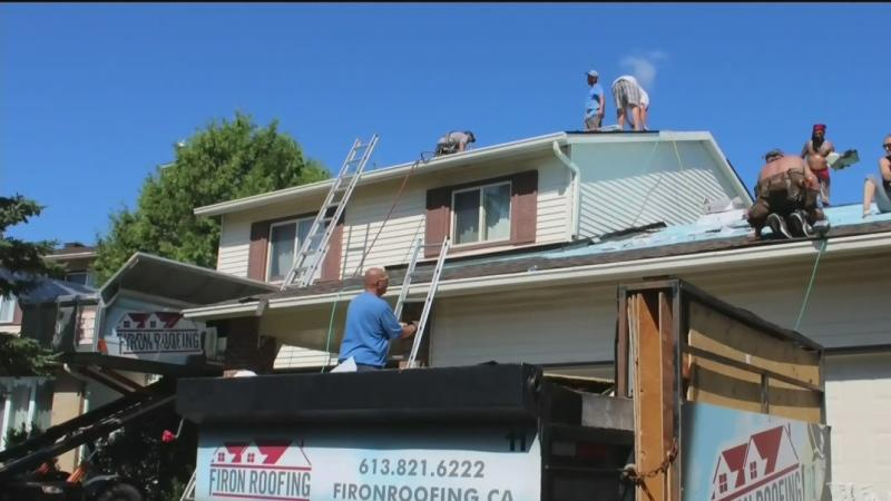 Ottawa Roofers Pitch In To Restore Local Woman S Unfinished Roof For Free