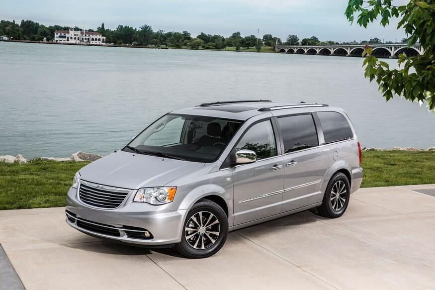 am800-news-2014-chrysler-town-and-country-minivan