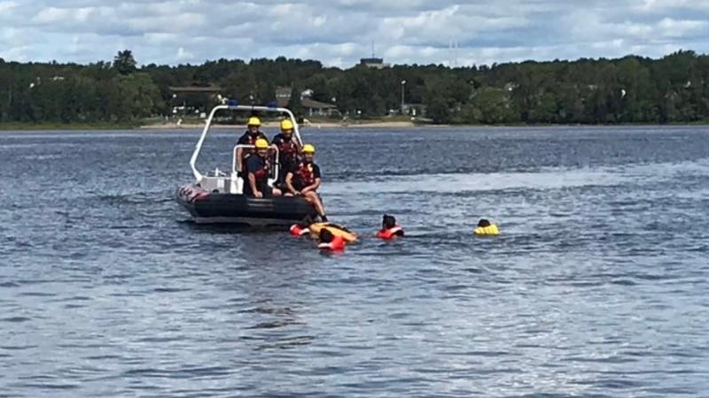 An Ottawa Fire Services water rescue crew helps a kayaker who was struggling to return to shore along the Ottawa River, Sept. 6, 2020. (Photo courtesy of Ottawa Fire Services / Twitter)