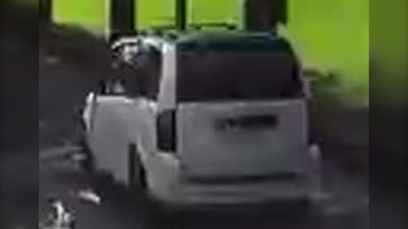 The Montreal police are looking for the driver of this Dodge Caravan that was involved in a hit-and-run that seriously injured an 81-year-old woman. SOURCE: SPVM