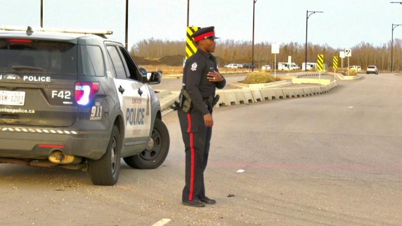 A police officer stands outside the Edmonton Young Offender Centre on Nov. 1, 2020. (Sean Amato/CTV News Edmonton)