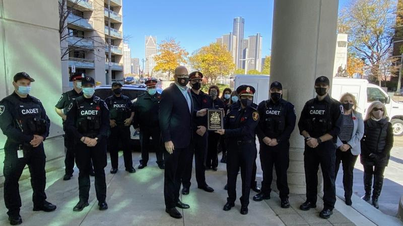 Mayor Drew Dilkens presented an appreciation plaque to the Windsor Police Service in Windsor, Ont. on Wednesday, Nov. 4, 2020. (courtesy Mayor Drew Dilkens/Twitter)