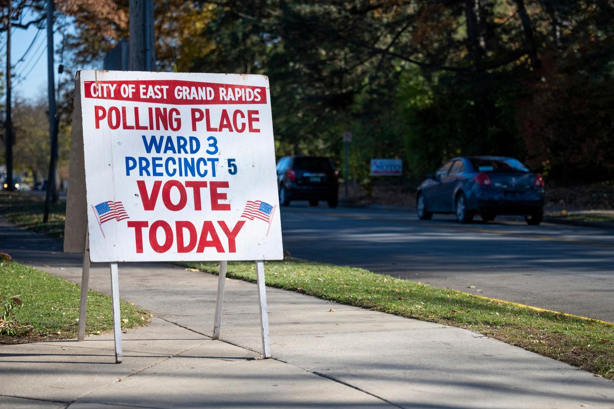 am800-news-michigan-polling-station-istock