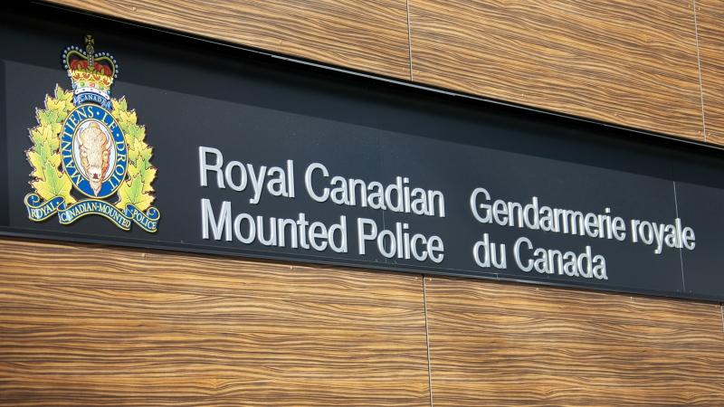 A sign for the Royal Canadian Mounted Police in English and French along with the crest of the RCMP. (Shutterstock)