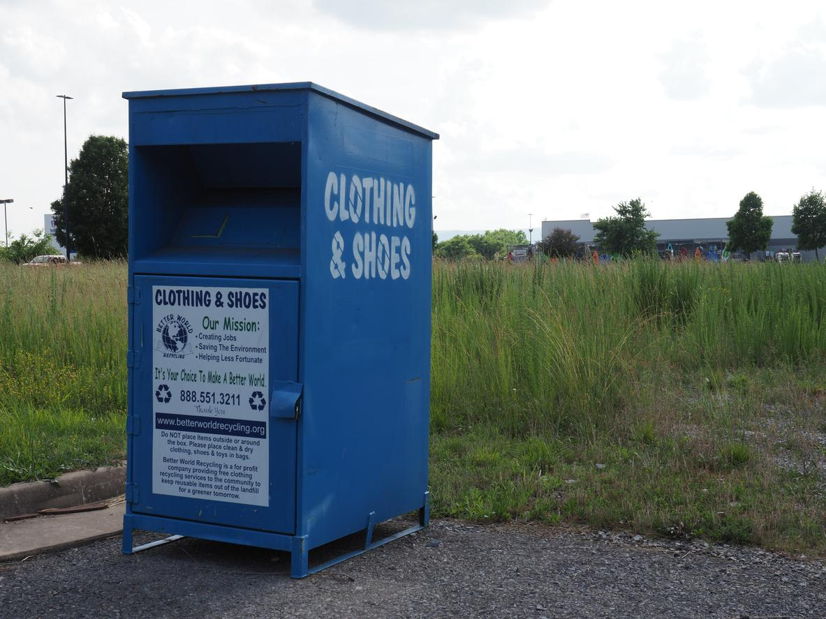 AM800-News-Clothing-Donation-Bin