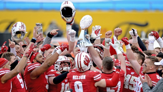 am800-sports-football-wisconsin badgers-trophy-bowl game
