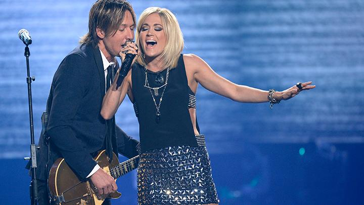 Watch carrie underwood joins keith urban on stage for for Carrie underwood and keith urban duet