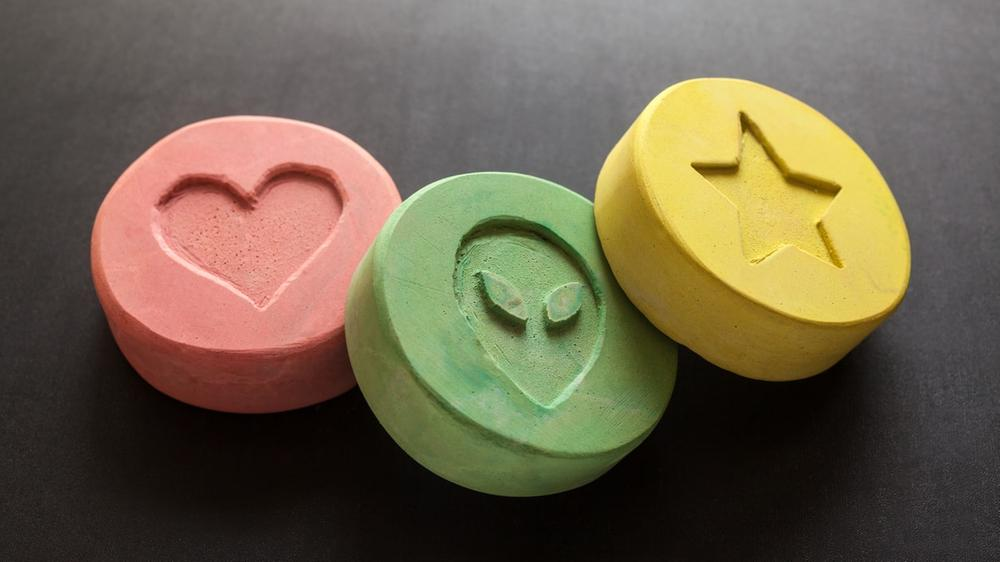 should mdma be used in psychotherapy During the 70's, mdma was used in marriage counseling and on individual patients by a small circle of pioneering psychiatrists, most despite ongoing attempts by mainstream media to demonize mdma as a dangerous drug, there is plenty of evidence demonstrating its effective use in psychotherapy.