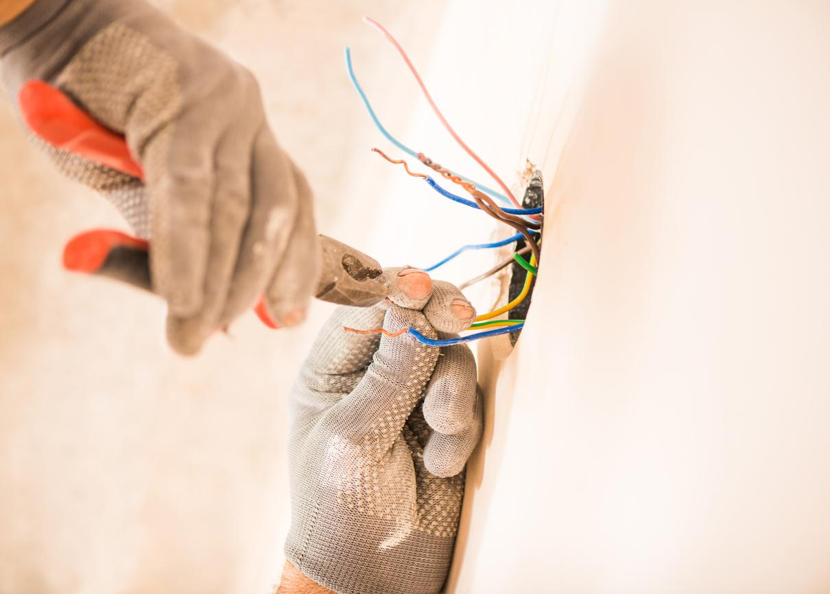 Fraudulent Electrical Contractor Fined Jailed Wiring