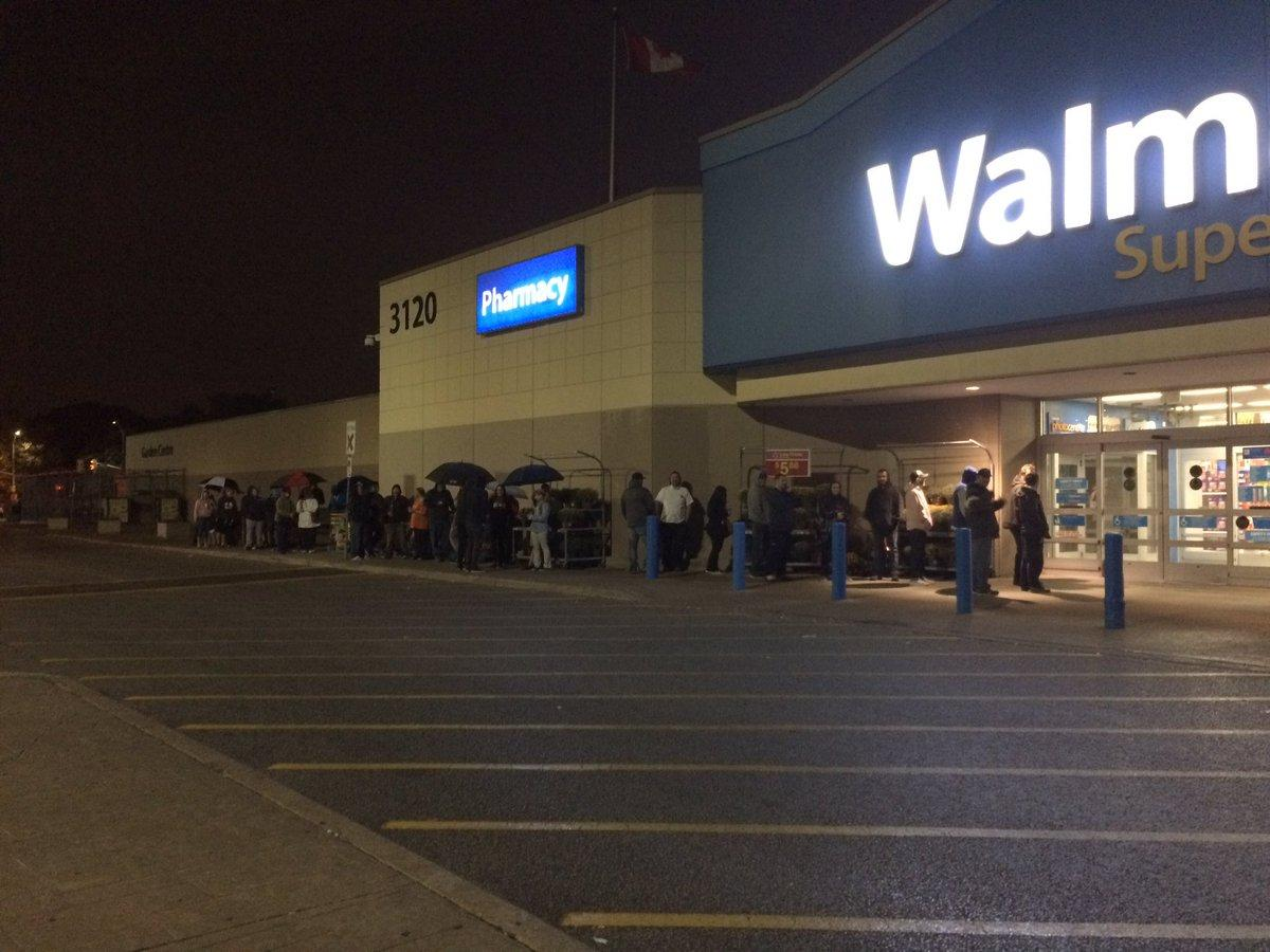 Gamers Lineup Early In Windsor For Nintendo Super Classic