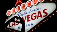Welcome to Fabulous Las Vegas sign with hand heart