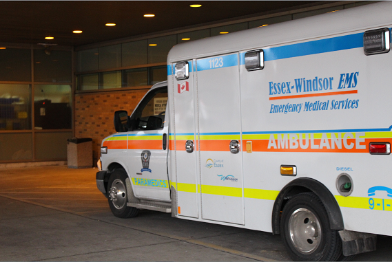 AM800-NEWS-Windsor-Essex-Paramedics-Emergency-ER-Ambulance-Arrival-Emerg-EMS