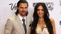 Ottawa Senators captain Erik Karlsson poses with his wife Melinda at an event.