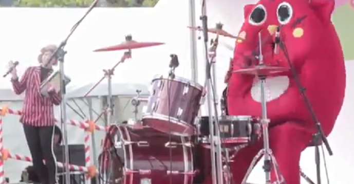 Giant pink thing is world's greatest drummer