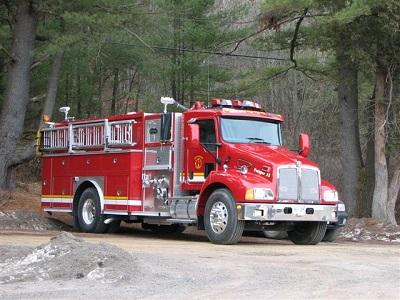 Pumper truck for fires