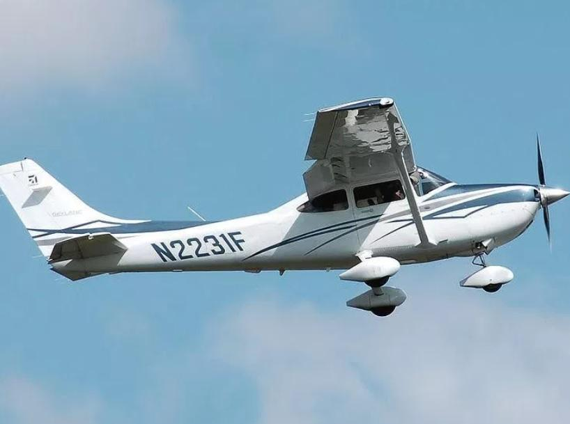 Cessna 182 - file photo - 1