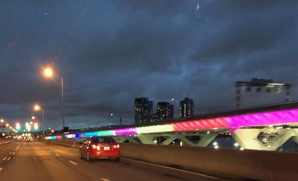 Le nouveau pont Samuel-de-Champlain sera illuminé comme son voisin, le pont Jacques-Cartier.Des tests ont été menés hier soir par le consortium Signature sur le-Saint-Laurent.