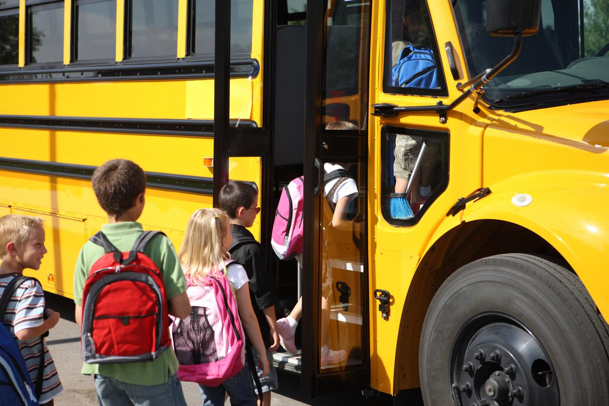 am800-news-school-bus-kids-istock