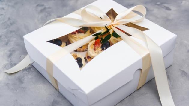 Coffret cadeau avec gâteau